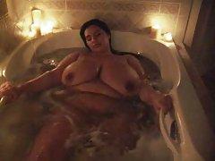 Sophia porno gratis toma un baño luciendo sus enormes melones