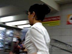 Una blusa blanca chica de oficina y estricto falda negocio