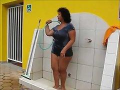 ducha abuela brasileña fuera