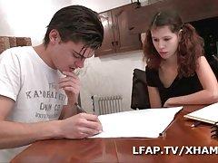jeune etudiante francaise prefere le cul les etudes