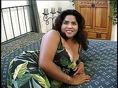 curvas puta desnuda y lameduras sobre sus grandes tetas y folla